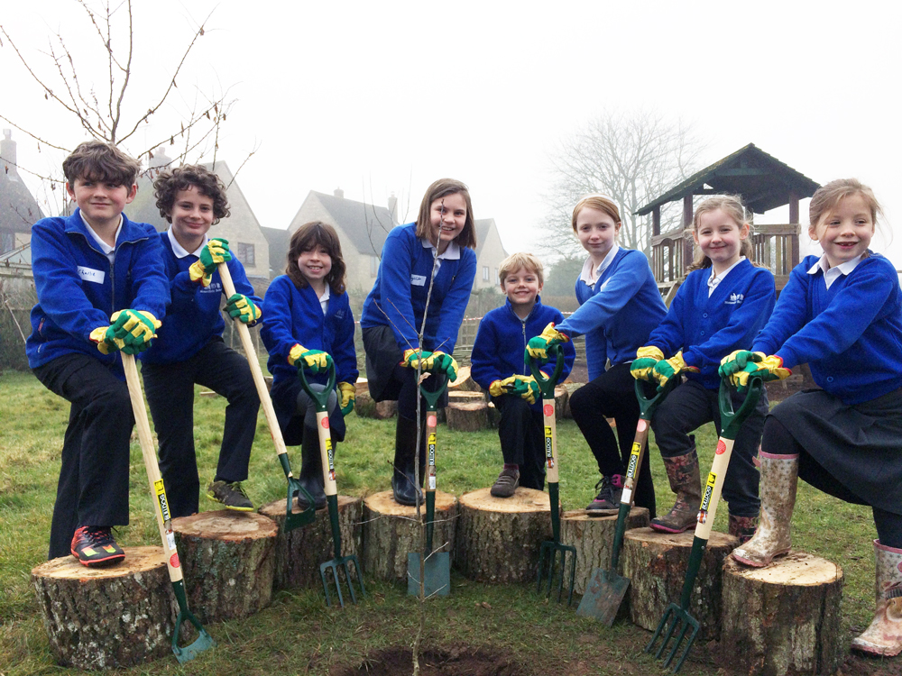 Stonesfield Primary School children and their OneOak sapling